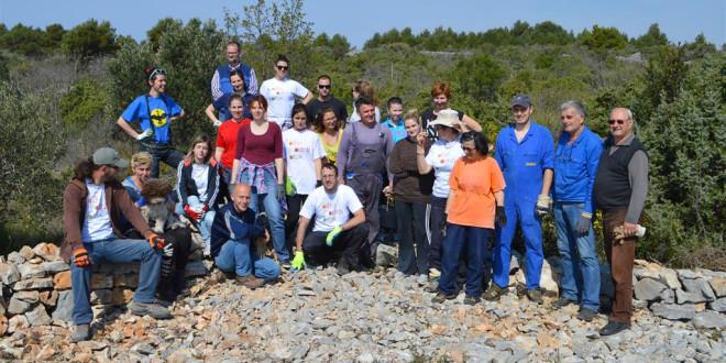 Održana volonterska akcija obnove suhozida Šenićne ceste u Modravama